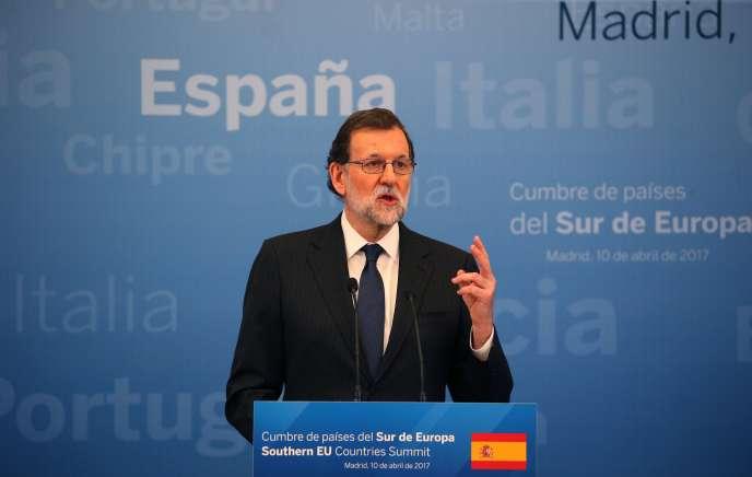 Cette comparution, qui est une première pour M. Rajoy (ici le 10 avril à Madrid), président du Parti populaire depuis 2004 et chef du gouvernement depuis 2011.