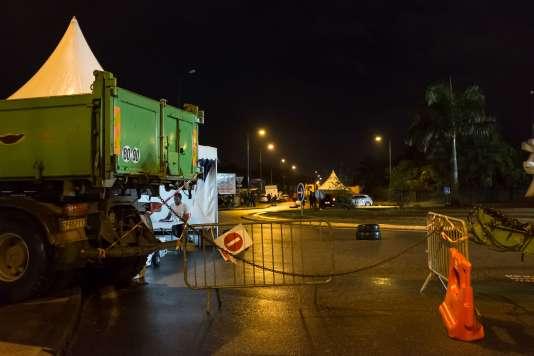 Dans la ville de Remire-Montjoly, des barrages bloquaient l'accès aux véhicules le 10 avril.