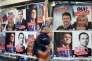 Affiches électorales piur la présidentielle, le 9 avril, à Paris.