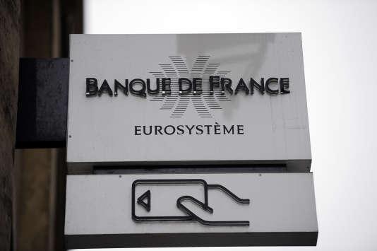 La banque centrale française prévoit 1,3 % de croissance en 2017 après 1,1 % l'an dernier. Sa prévision est plus pessimiste que celle du gouvernement, qui anticipe une hausse du PIB de 1,5 %.