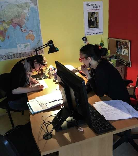 Anouk Rosenfeld (à droite) et Alice Fimoud (à gauche), deux des cinq travailleurs sociaux du CADA Coallia de Rennes.