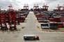 «Il existe une voie pragmatique si on veut répondre aux opinions publiques inquiètes des délocalisations financières et ne pas bloquer les entreprises qui ont besoin de produire au plus près de leurs marchés» (Photo: conteneurs, port de Yangshan, en Chine, 2013).