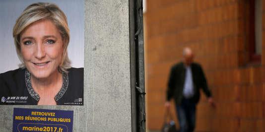 L'affiche de campagne de Marine Le Pen dans une rue de Paris, le 10 avril 2017.