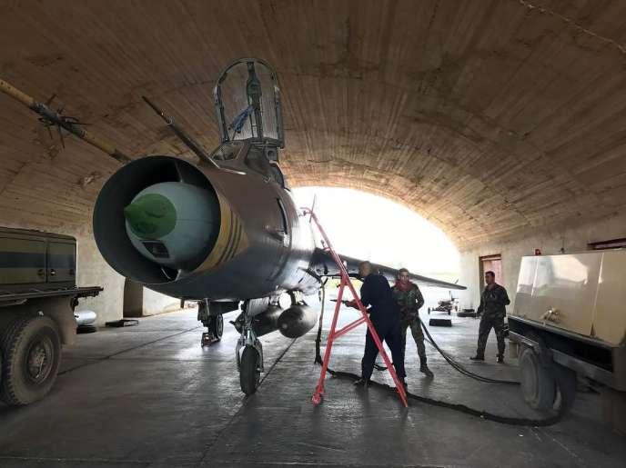 Un Sukhoï 22 de l'armée de l'air syrienne sur la base de Chayrat, le 10 avril.