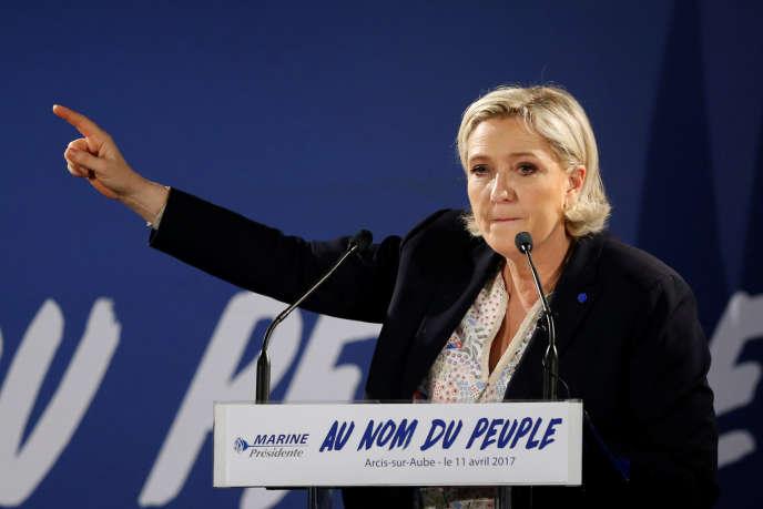 Marine Le Pen à Arcis-sur-Aube, près de Troyes, le 11 avril. Le nombre d'adhérents au Front national fait partie des indiateurs retenurs pour fabriquer l'indice de la Fondation du camp des Milles.