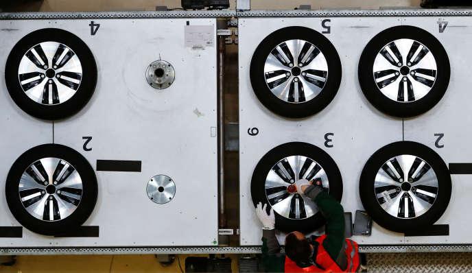 Chaîne d'assemblage à l'usine Volkswagen de Dresde, le 30 mars : en Allemagne, le taux de chômage est de 3,9% .