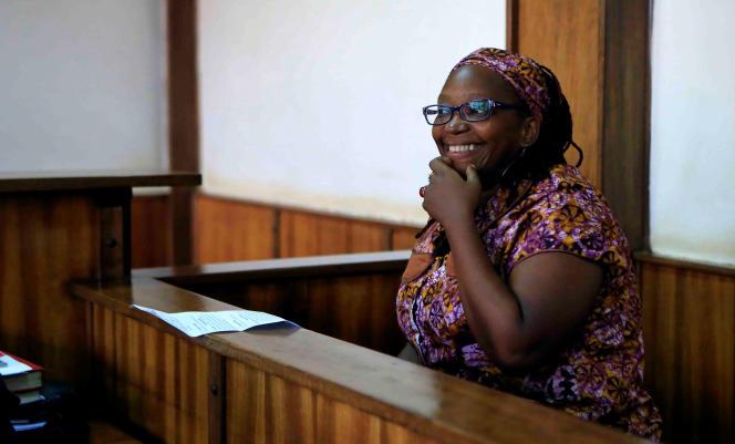 La militante et professeure Stella Nyanzi lors de son procès à Kampala le 10 avril pour avoir critiqué la femme du président Museveni sur les réseaux sociaux.