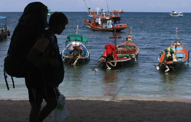Un« backpacker» (voyageur en sac à dos) sur l'île de Koh Tao, en Thaïlande, en septembre 2014.