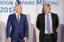 Jean-Marc Ayrault et Boris Johnson, les ministres des affaires étrangères français et britannique (de gauche à droite), lors du G7 en Italie, le 11 avril.