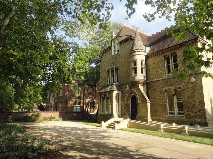 Oxford, qui compte de nombreux établissements d'enseignement supérieur (ici, Kellogg College) accueillera bientôt des étudiants de l'université de Pékin.