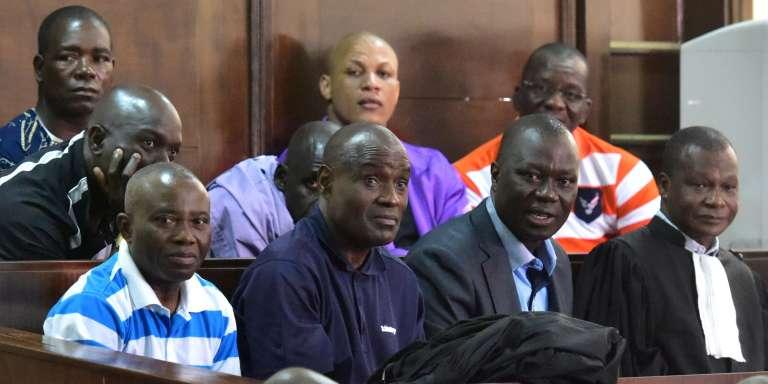 Le général ivoirien Brunot Dogbo Blé (en costume), l'un des dix accusés au procès des «disparus du Novotel», le 11avril 2017, à Yopougon.