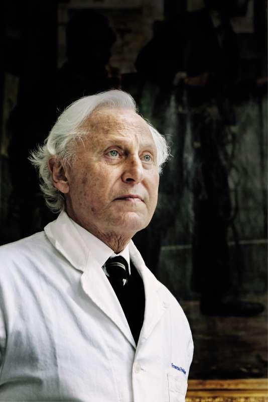 Francis Holder a repris l'entreprise de son père en 1958 et en a fait un empire.
