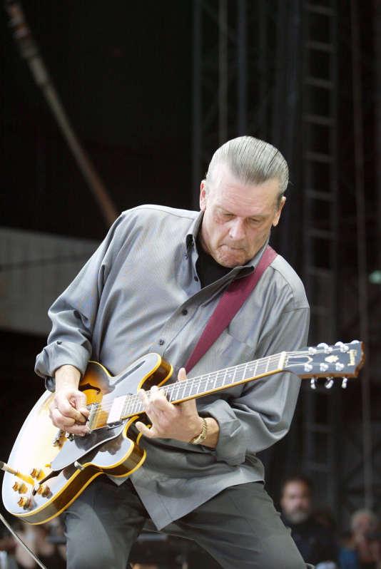 J. Geils sur scène, au Fenway Park, le 14 août 2010, à Boston, dans le Massachusetts.