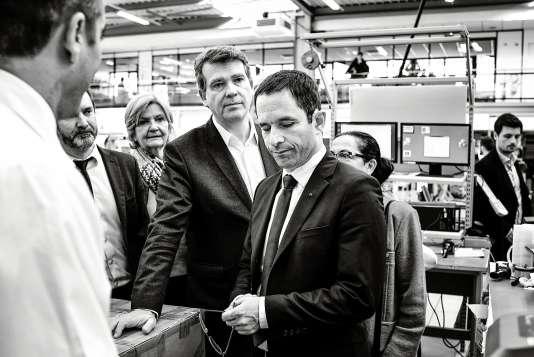Arnaud Montebourg et Benoît Hamon lors de la visite d'une usine au Creusot, le 7 avril.