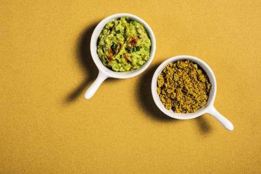 Le condiment soleil à gauche et la poudre magique à droite.
