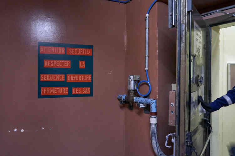 L'un des nombreux sas de sécurité de la zone contrôlée du réacteur Superphénix.