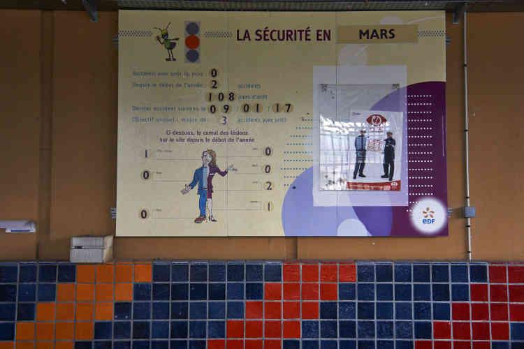 Le panneau de sécurité que l'on retrouve à l'entrée de toutes les usines, dont les centrales électriques.