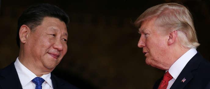 Donald Trump − ici avec le président chinois, Xi Jinping, le 6 avril − a lié les négociations commerciales avec la Chine à la question nord-coréenne.