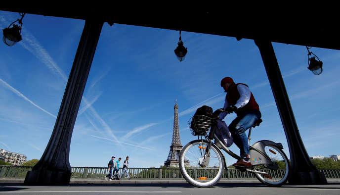 Estimé à 600 millions d'euros sur 15 ans, ce marché des vélos en libre service parisiens était historiquement détenu par JCDecaux depuis 2007.