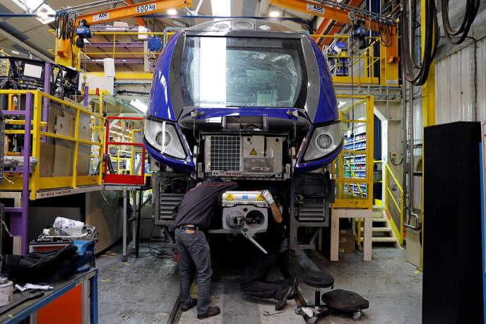 Un train de transport régional en cours de montage sur le site de Bombardier de Crespin, près de Valenciennes, le 17 octobre 2016.