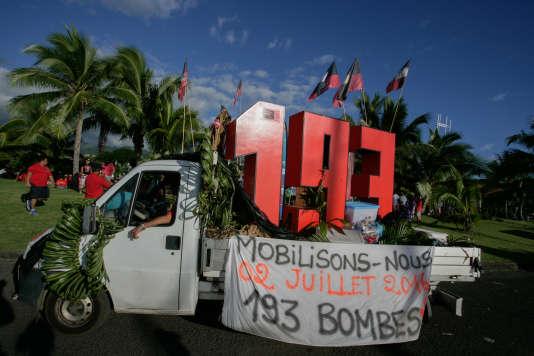 Un véhicule de l'association anti-nucléaire 193 lors de la commémoration du premier essai nucléaire effectué en Polynésie-Française, à Papeete, le 2 juillet 2016.