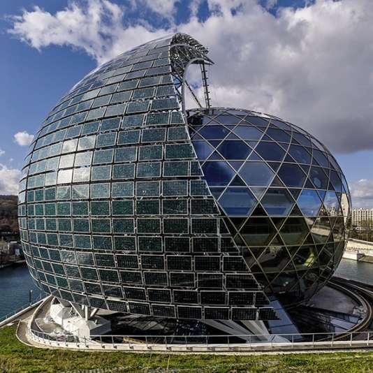 Inspirée de l'esthétique des usines Renault de l'Île Seguin, La Seine musicale sera inaugurée le 21 avril par un concert de Bob Dylan.