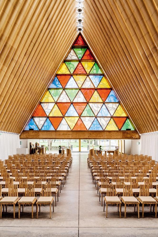 En 2013, l'architecte Shigeru Ban utilisait des tubes en carton pour bâtir une cathédrale provisoire deux ans après le séisme qui a frappé la ville de Christchurch, en Nouvelle-Zélande.