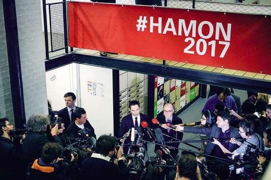 Benoît Hamon reçoit Bernard Cazeneuve à son QG de campagne, le 9 mars 2017.