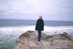Marine Le Pen face à l'océan dans son clip de campagne officiel pour l'élection présidentielle 2017.