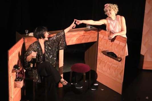 Juliette Pradelle et Anne Cadilhac dans « Années folles » au Théâtre Clavel.