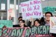 Une manifestation de la communauté asiatique de Chicago, à l'aéroport O'Hare International, le 11avril.