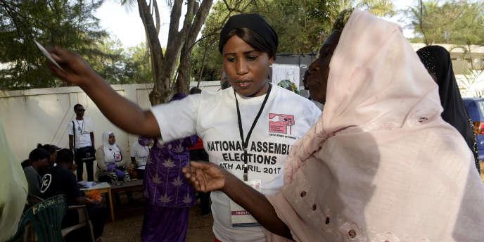 Un bureau de vote à Bakau, en Gambie, lors des élections législatives du 6avril 2017.