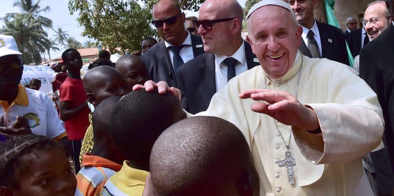Le pape François, lors d'une visite à Bangui (Centrafrique), en novembre 2015.