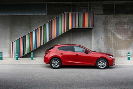 La Mazda 3 est plutôt à son affaire malgré sa puissance limitée.