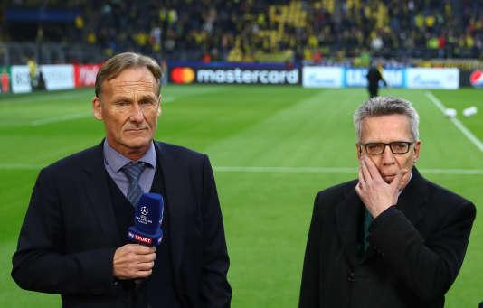 Hans-Joachim Watzke, le président du Borussia Dortmund (à g.) et Thomas de Maizière, ministre de l'intérieur avant le match Dortmund-Monaco, le 12 avril.