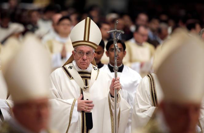 Le pape François, dans la basilique Saint-Pierre, à Rome, le 13 avril.