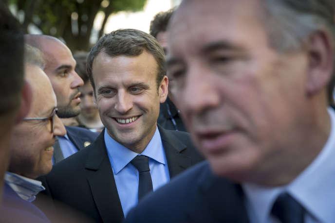 Emmanuel Macron, alors candidat du mouvement En marche ! à la présidentielle, et François Bayrou, maire de Pau, mercredi 12 avril.