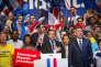 Emmanuel Macron (au centre) et François Bayrou en meeting à Pau, le 12 avril 2017.