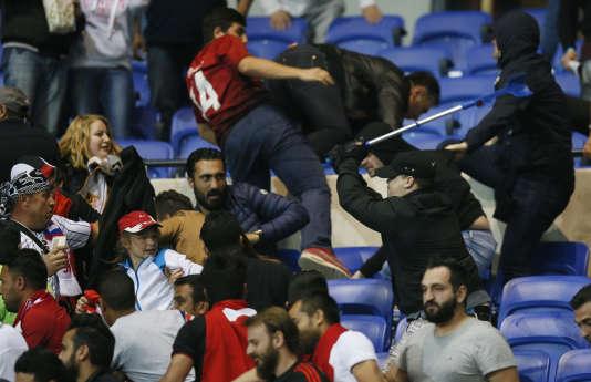 Des affrontements ont eu lieu en tribunes pendant le match.