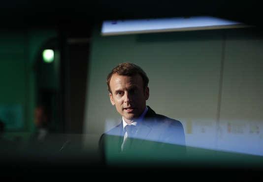 « Concernant l'assurance-vie, M. Macron prévoit d'appliquer la « flat tax » de 30 %, et de revenir sur la dégressivité des taux d'imposition en fonction de l'ancienneté du contrat» (Photo: Emmanuel Macron le 13 avril à Paris).