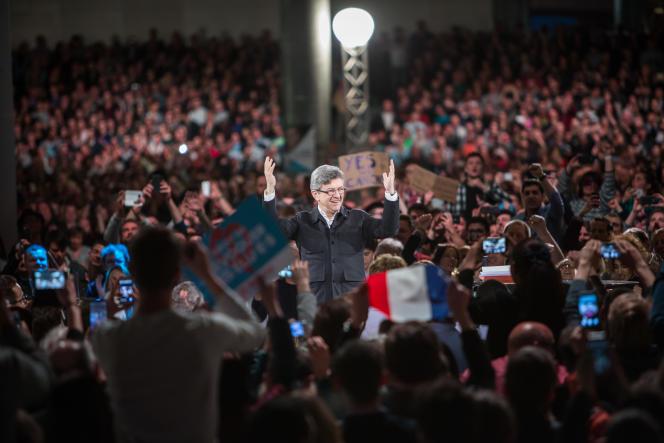 Le candidat de La France insoumise, à Lille Grand Palais, le 12 avril.