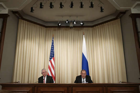Rex Tillerson, le secrétaire d'Etat américain, et Sergueï Lavrov, le ministre russe des affaires étrangères, à Moscou, le 12 avril.