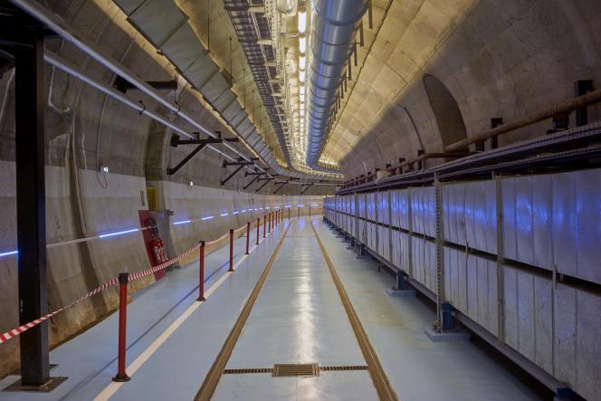 Réacteur nucléaire de Chooz A, en démantèlement par EDF sur la commune de Chooz dans les Ardennes, le 5 avril. Une galerie menant vers la salle du réacteur.