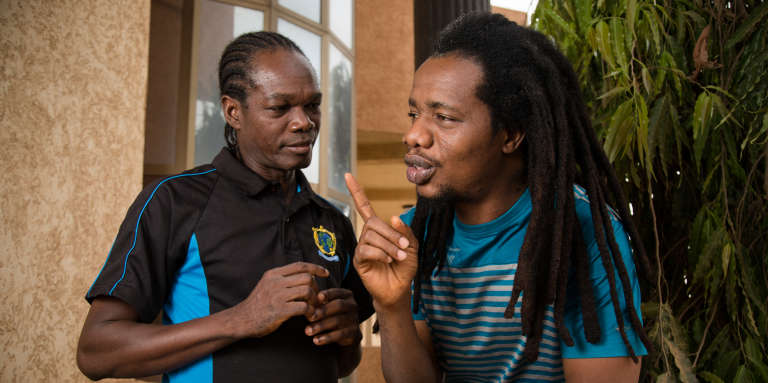 Le duo ivoirien Zongo et Tao, auteur du sketch «Les Enfants de Dieu», où un musulman et un catholique s'envoient les pires reproches sur leur religion respective.