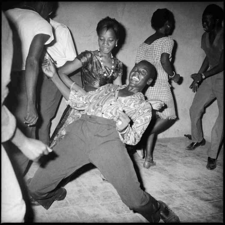 «Malick Sidibé capte la société malienne joyeuse et exaltée dans son désir d'émancipation de l'après-Indépendance des années 1960 et 1970».