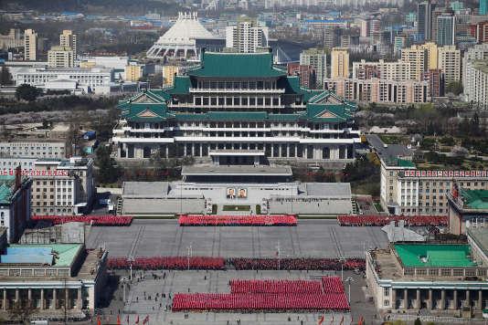 Répétitions pour le défilé de la fête nationale dans le centre de Pyongyang, le 12 avril.