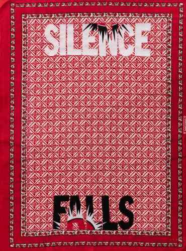 «Lawrence Lemaoana reprend des slogans trouvés dans la presse politique ou affichés aux carrefours des routes. Ceux-ci, brodés sur tissu kanga, prennent la forme de calligrammes militants».