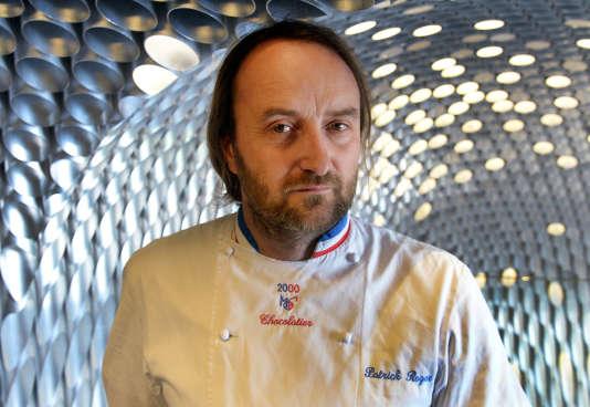 Le chocolatier Patrick Roger dans son atelier de la place de la Madeleine, à Paris en 2014.