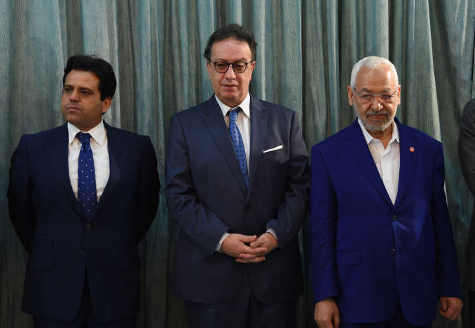Hafedh Caïd Essebsi (au centre), le chef de Nidaa Tounès, et Rached Ghannouchi (à droite), le président d'Ennahda, à Carthage, en août 2016.