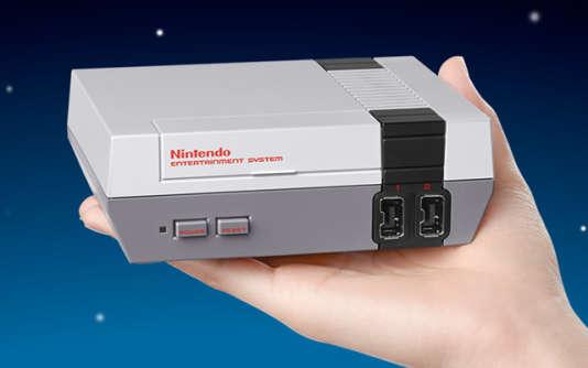En février, laMini NES s'était écoulée à 84000exemplaires en France.